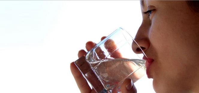 Пить больше воды при переедании. Сорбент Литосорб